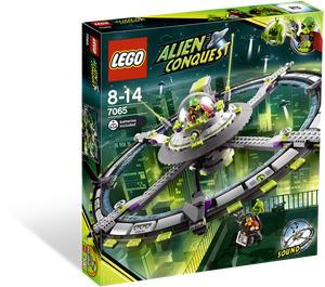 LEGO Alien Mothership Set 7065 Packaging