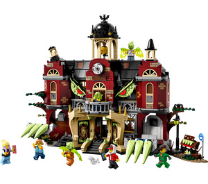 LEGO Newbury Haunted High School Set 70425
