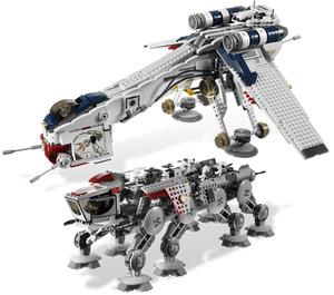 LEGO Republic Dropship with AT-OT Walker Set 10195